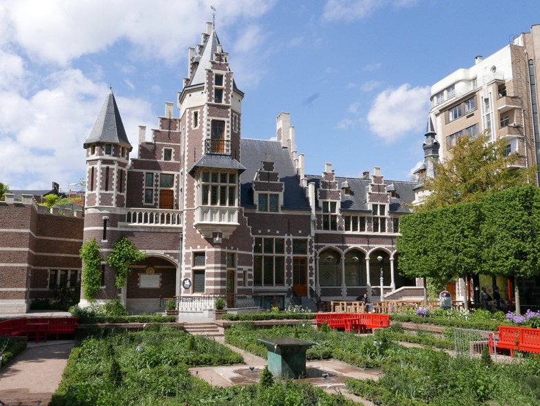 Tavola in the Flemish Garden